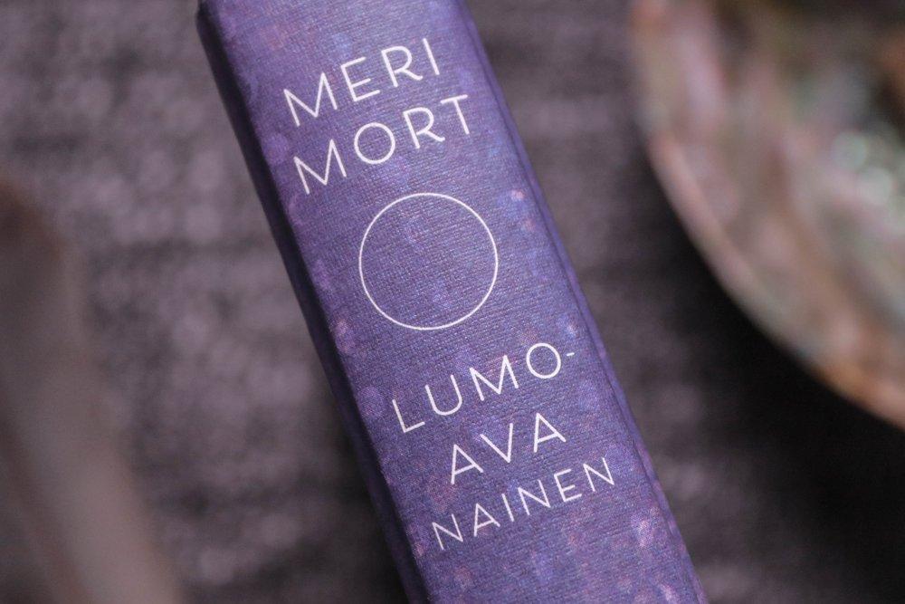 meri_mort_lumoava_nainen.jpg