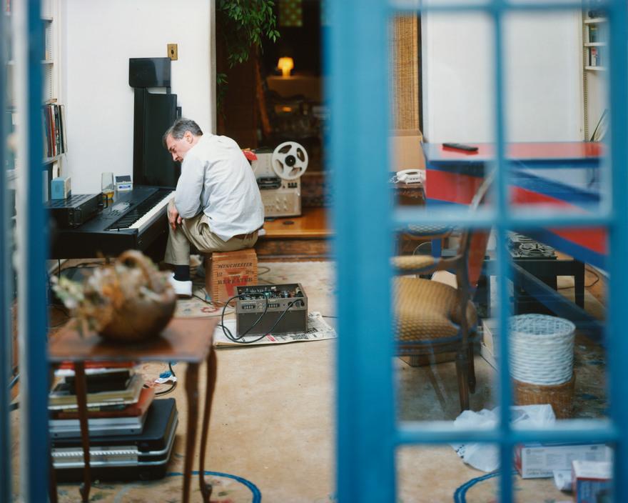 USA. Memphis, Tennessee. 2000. William EGGLESTON in his music room.