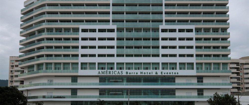 Américas Barra Hotel e Eventos   Avenida das Américas 10500,Rio de Janeiro, Rio de Janeiro, 22793-082, Brasil  +55 (21) 3622-9900   reservas@americasbarrahotel.com.br   Bienvenido al hotel Americas Barra, sinónimo de conforto, cualidad e excelentes servicios en Barra da Tijuca. Si queda en uno de los hoteles más nuevos de esta area, con vista para la laguna y para el mar, al lado del futuro Campo Olímpico de Golf, en la zona oeste de Río de Janeiro.