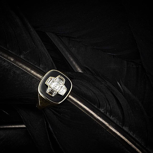 #Gold & #Diamond #signetring set with a slice of black onyx shot by @jeffrey_bucari