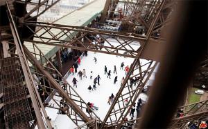 Eiffel-Tower-skating