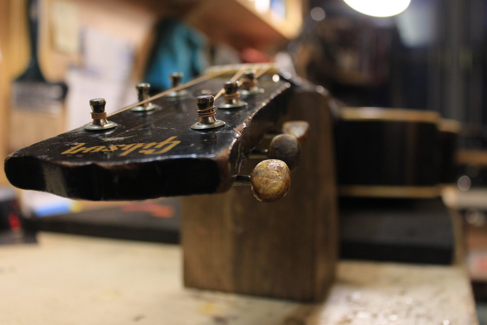 1949 Gibson J-45 tuner restoration