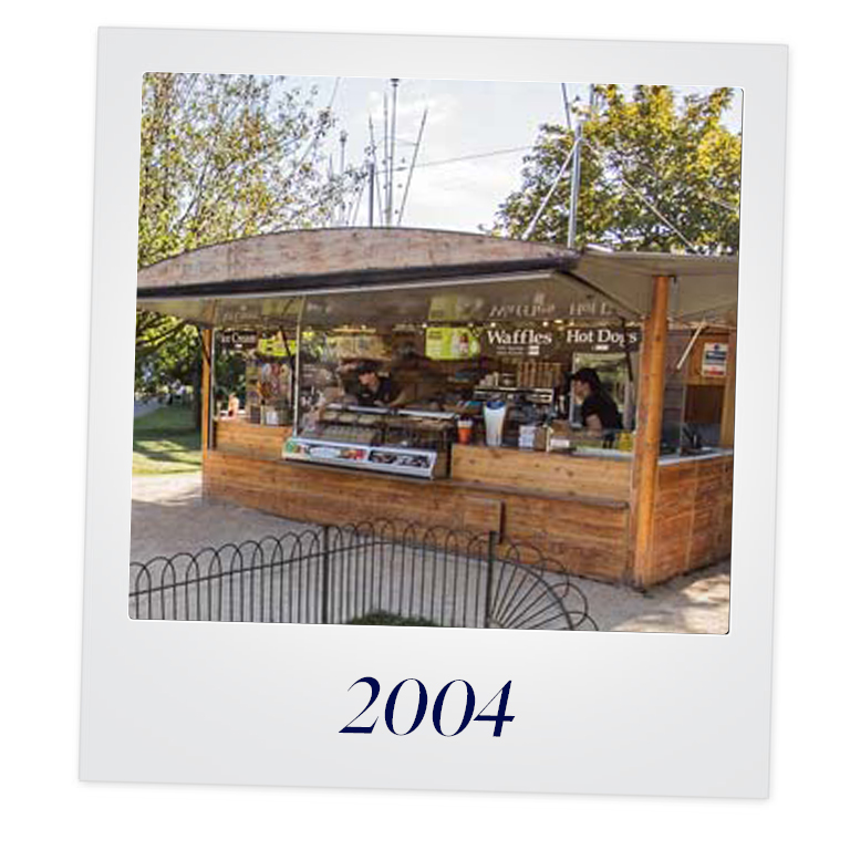 Joining the Royals... - In 2004 and trading under the abbreviated name ECSI, secured a contract with The Royal Parks in London for 12 kiosks across Hyde, St James & Green Park.