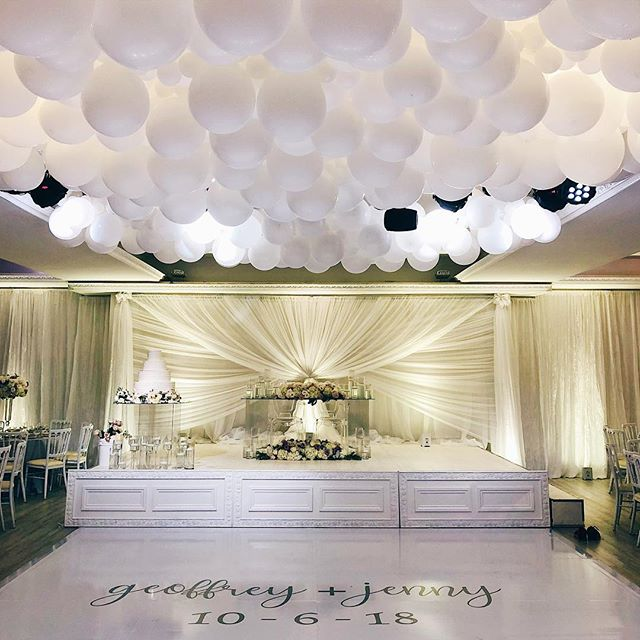 ☁️❤️A wedding on cloud nine❤️☁️ Love is in the air! Isn't this dreamy? 😍 #weddinggoals Congratulations to Geoffrey and Jenny on their nuptials 💍🥂