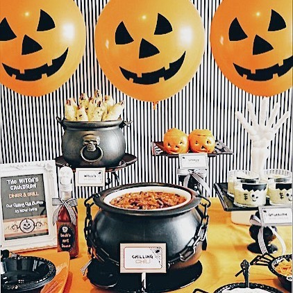 It's our favorite time of year! 🎃 👻 🕷  AKA our busiest time of year 🗓🙈 Got an autumn birthday coming up? Our fall calendar is filling up quick! Book soon - private parties for October and November are almost full ‼️ Link to book in bio 📖