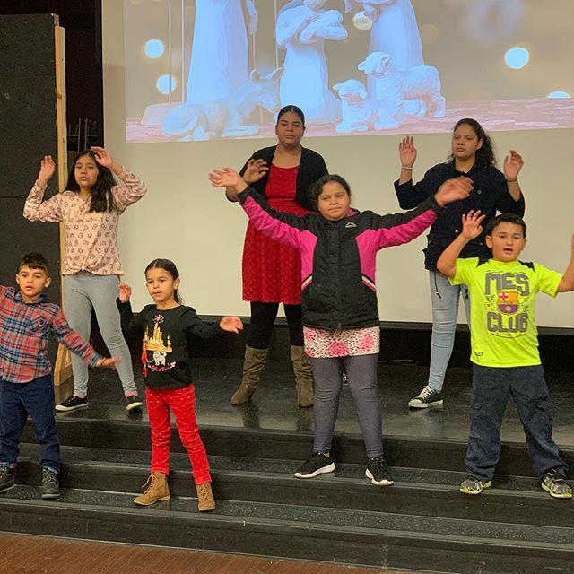 Los niños preparando una #presentacionespecial para la #celebracion de #navidad #teinvitamos #iglesiaelverbo lunes 24 diciembre 7pm
