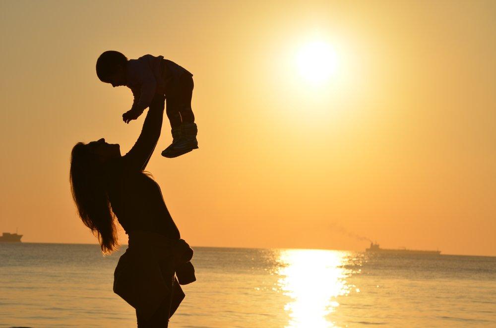uwm.ocean-silhouette-sunset-morning-love-mother-940571-pxhere.com