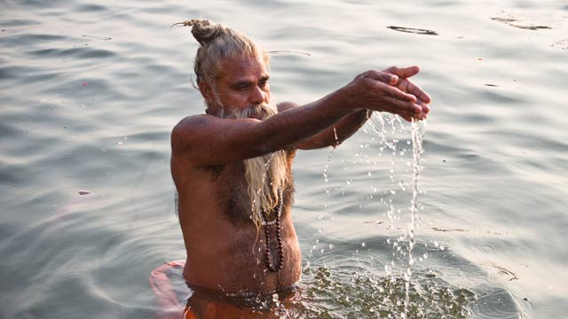 margazhi-dip-in-water