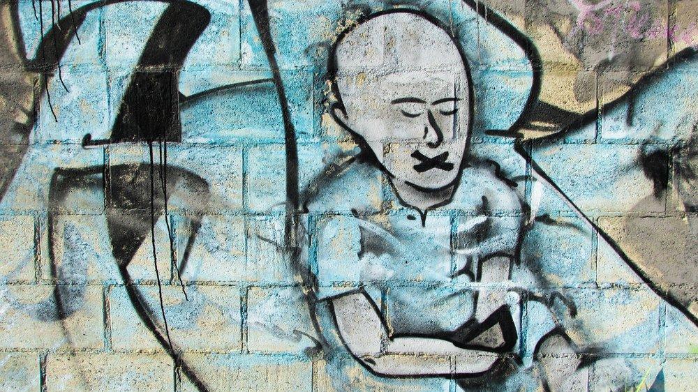 uwm.wall-silence-graffiti-street-art-art-sketch-809719-pxhere.com