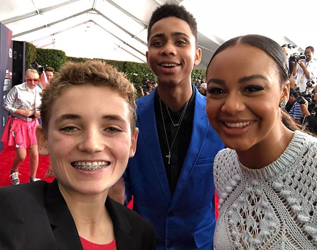 Awesome meeting @niasioux and @brycexavier (special shoutout to @itsjojosiwa for the dancing photobomb) tag someone who always photobombs your pics!