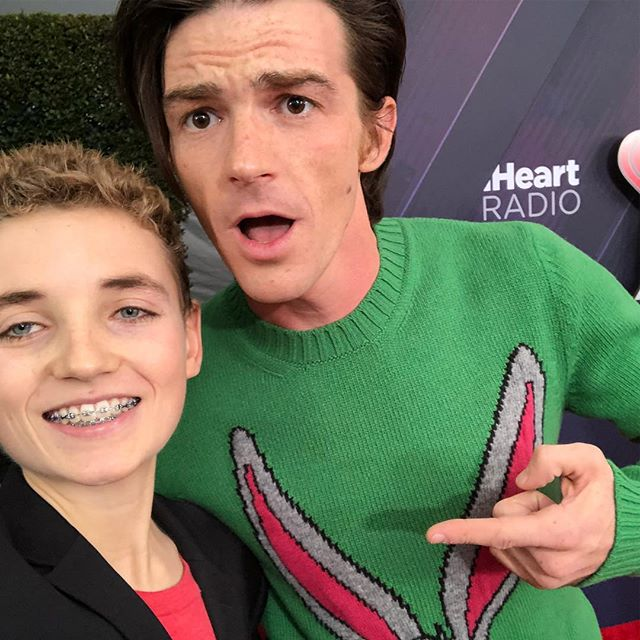Met one of my of my all time favorite actors from @nickelodeon #drakeandjosh @drakebell 👇Comment your favorite actor👇
