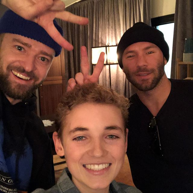 Thank you @justintimberlake for an amazing night!! Thank you @edelman11 for coming for a surprise visit with JT!! TAG your favorite athlete👇👇#selfiekid #manofthewoodstour #patriots
