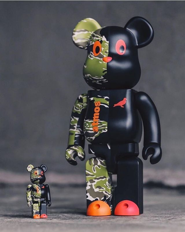 🐦 @atmos_japan x @staplepigeon x @medicom_toy brings the Atmos Tiger Camo & the Staple Black Pigeons together into one amazing Be@rbrick. Available only at ATMOS CON in Tokyo on 3/10. (For now 😇)