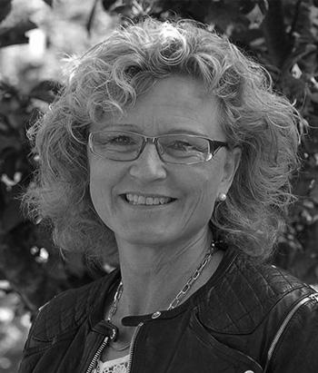 ELISABETH GRÄNS   Dipl.Psykosyntesterapeut  Lärare Fundamentals.  Verksam som terapeut med egen mottagning.  Läs mer på  www.iutveckling.se