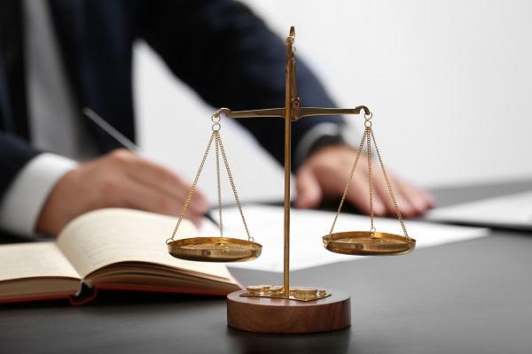Судебно техническая экспертиза документа – это специфическая экспертиза, обладающая особым статусом, выполняемая в целях определения способа изготовления или подделки документа, определения использованных для этого технических средств, а также исследования материалов или реквизитов документа.