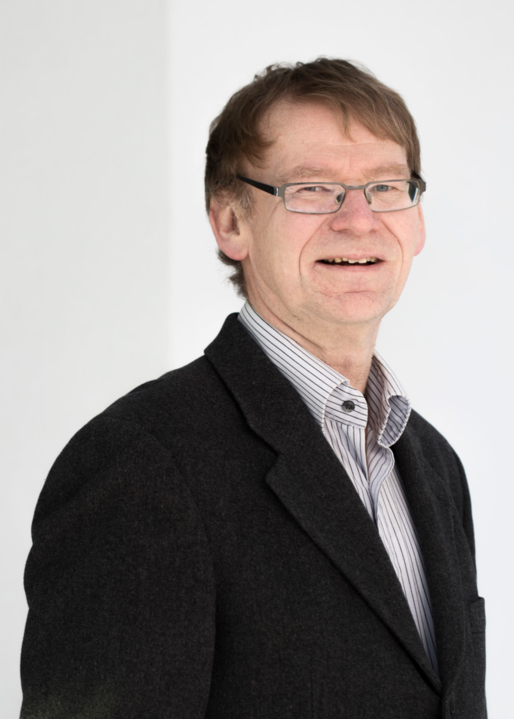 Bjørn has both a M.Sc. in electrical engineering and an MBA. He has 10 years in Norsk Data and Telenor, 10 years as head of research at SINTEF for electronics and Cybernetics, 5 years as head of Visma´s R&D department and 8 years with Kongsberg Defence as section head of their hardware deviation. Bjørn also sits on a few boards, among others Tekna.     Phone: +47 930 59 300       Email: bb@Hy5.no