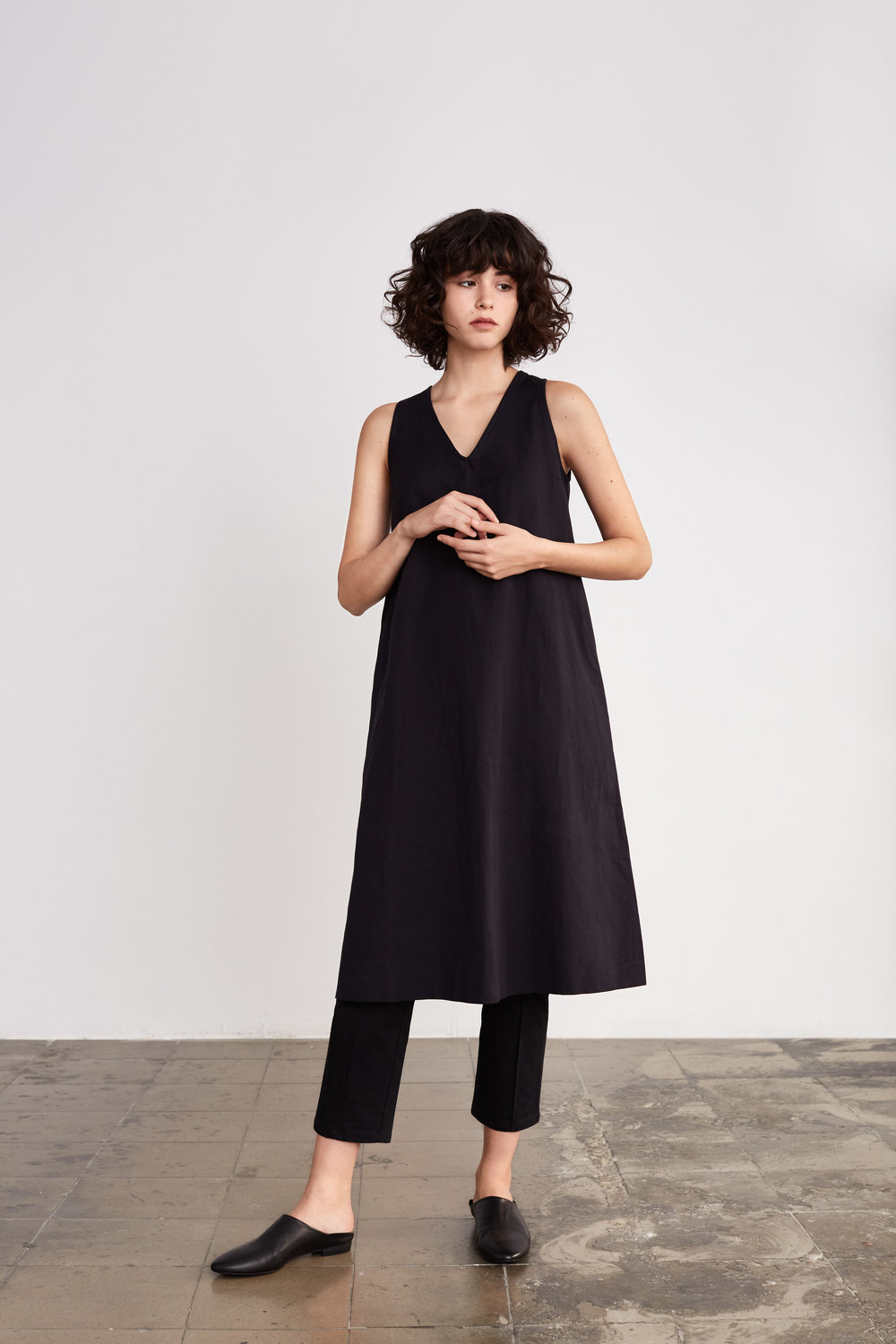 <b>5</b><br>Donna Herringbone Dress<br>Stina Stretch Cotton Pants