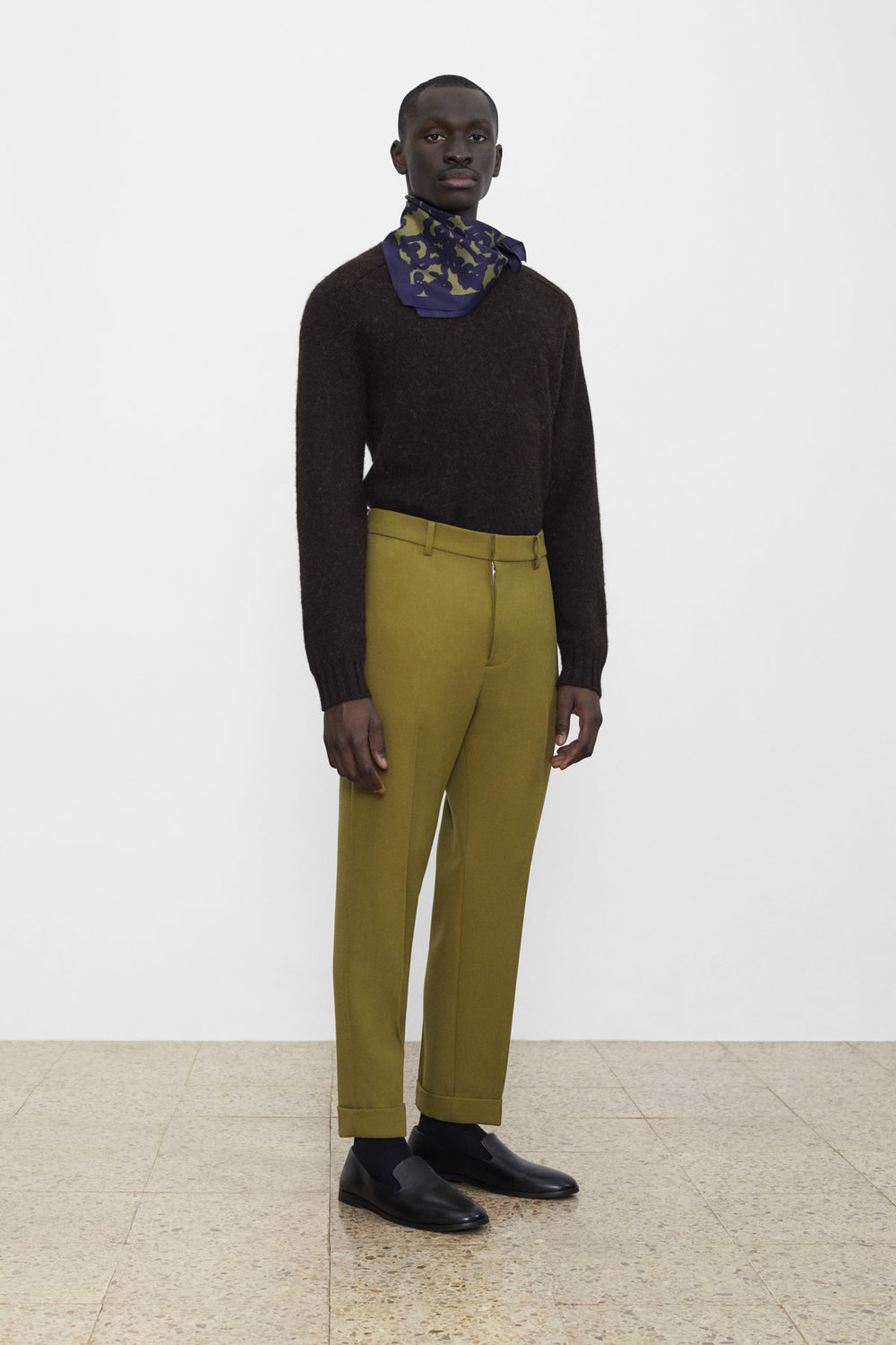 <b>4</b><br>Rocco Wool Knit Top<br>Richard Wool Pants<br>Printed Silk Scarf