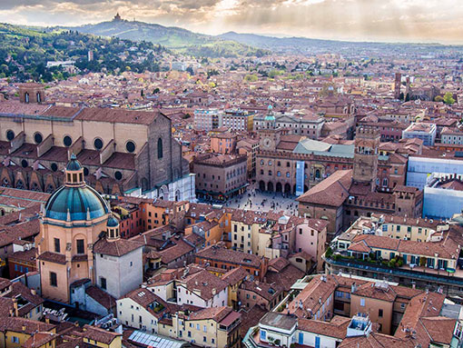 for info about the city  https://www.neverendingvoyage.com/things-to-do-in-bologna-italy/