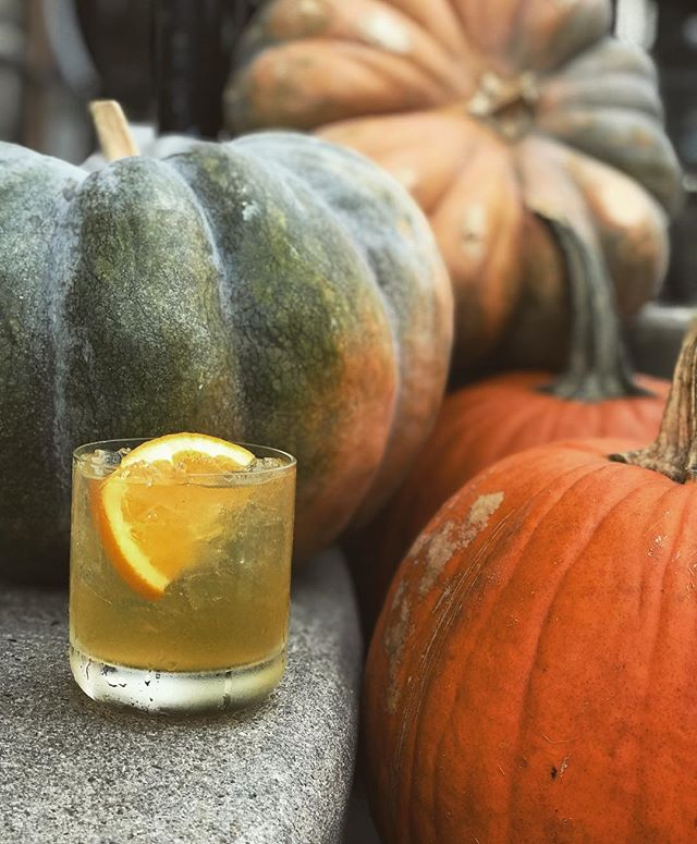 It may be 80° today, but we're still feeling fall vibes in here. Our spiced mule is the perfect refresher that still gives you that warm & fuzzy feeling inside! $7 at happy hour 🥃 Cheers!