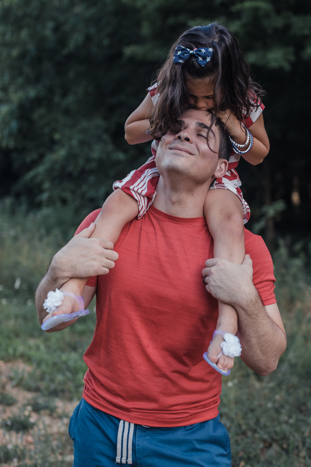 dad with daughter on shoulders