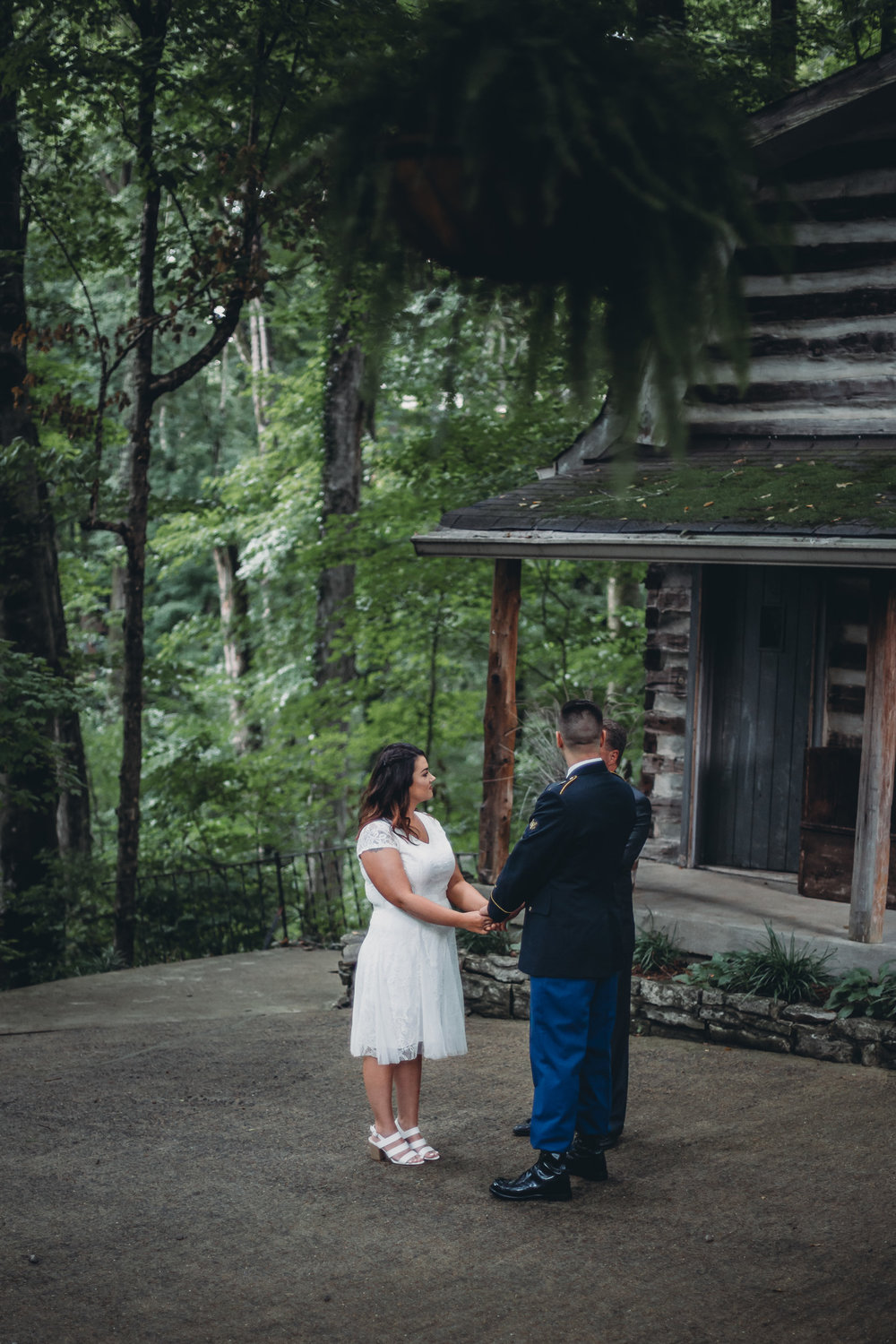 elopement ceremony at Tanglewood house in clarksville tn