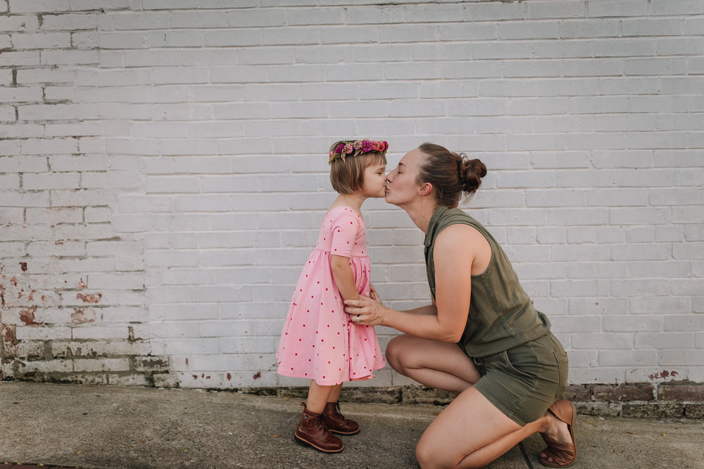 3yr old kissing momma