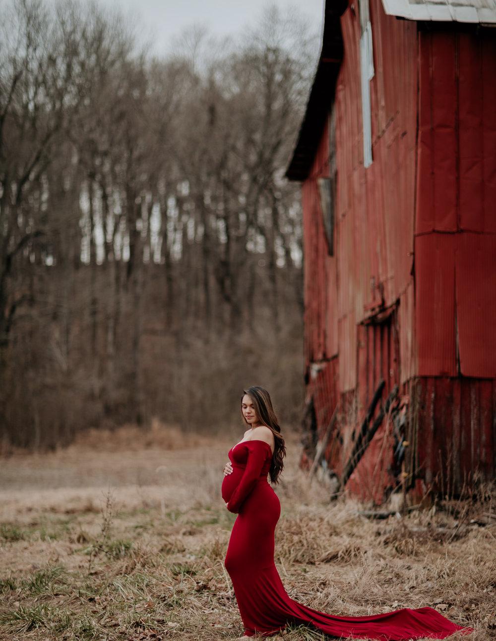barn and maternity photo