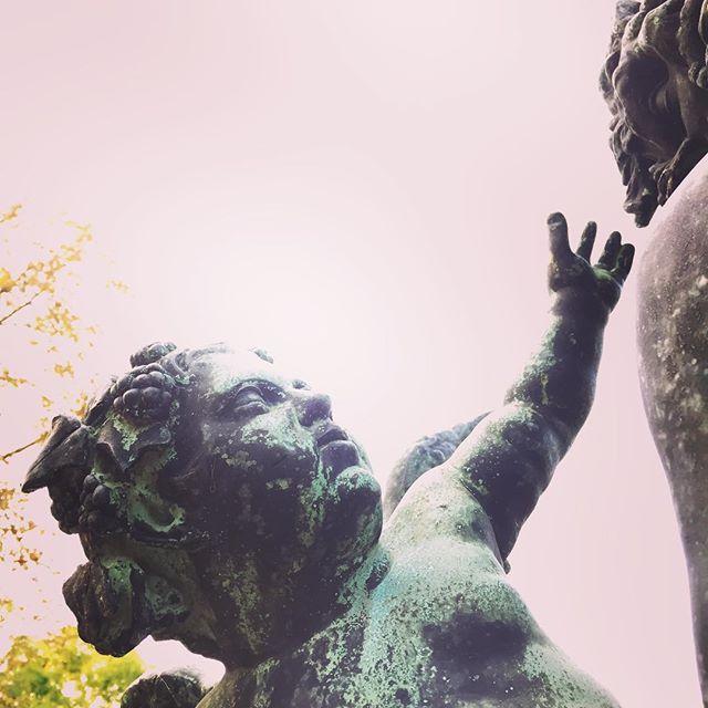 nyolckor kezdünk, gyertek! #ohmmaid #ohm #nagyteteny #nagytetenyikastelymuzeum #pledfesztival #rockmusic #psychedelic #statue #tits