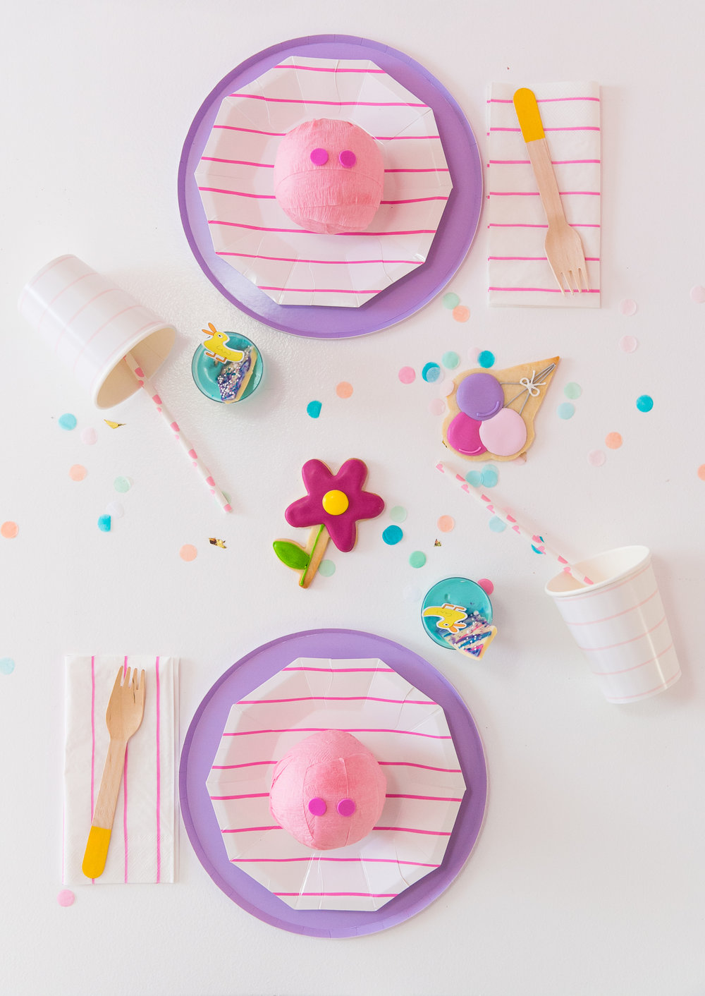 Oui Party - Peppa Pig Party - Table Setting 2.jpg