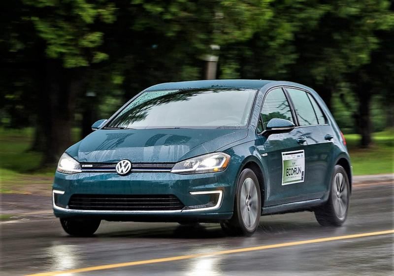 The Volkswagen e-Golf is as nimble as a conventional gas-powered Golf, but far thriftier, boasting a gasoline equivalent of 2.0 litres/100 km. AJAC journalists did even better, averaging 1.7.