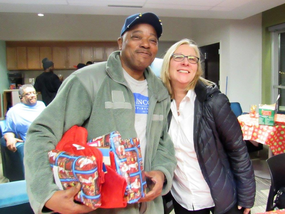 Indy Blue Star Moms brings holiday cheer to vets at Lincoln Apartments