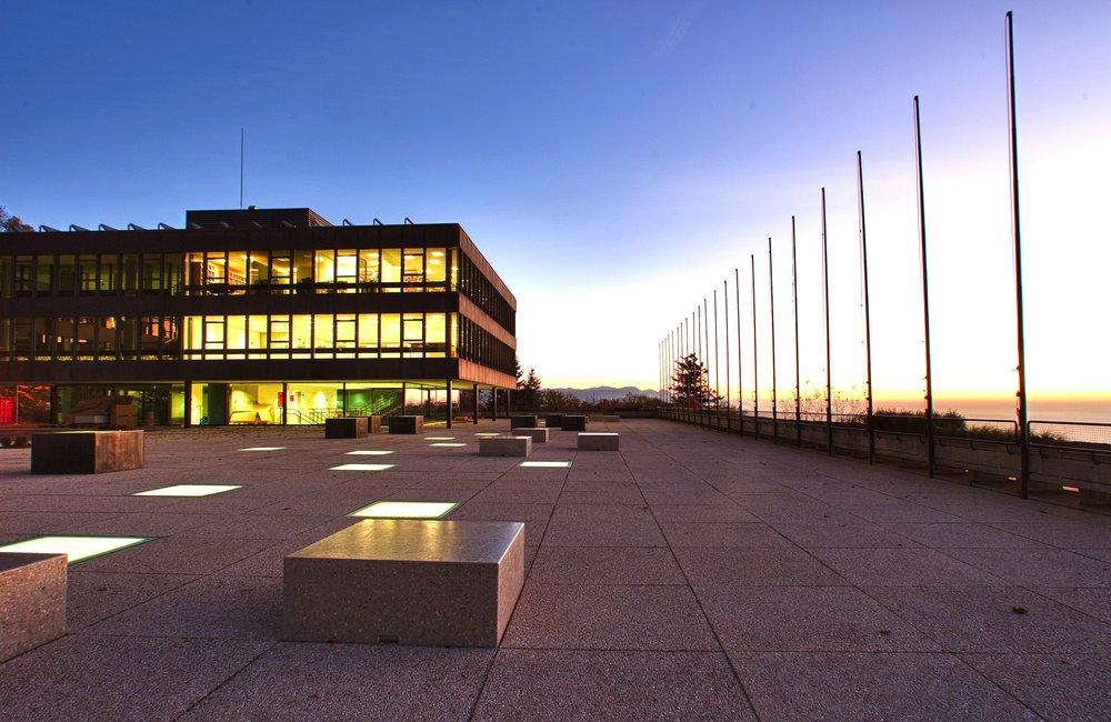 2560px-Das_Hauptgebäude_der_Eidgenössischen_Hochschule_für_Sport_Magglingen_EHSM.jpg