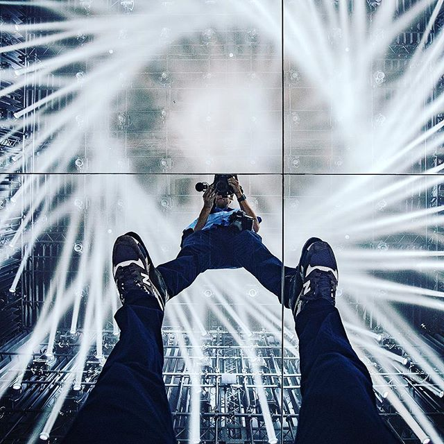 Epic light show . . . . .  #teamlabborderless #teamlab #チームラボ #チームラボボーダレス #odaiba #お台場 #digital #ランプの森 #東京 #いいね返し #digitalart #インスタ映え #綺麗 #写真好きな人と繋がりたい #ポートレート #プロジェクションマッピング #moribuildingdigitalartmuseum #lamp #exploringtheglobe #アート #チームラボお台場 #写真 #幻想的 #teamlabo #good_portrait_world #japan_portrait_club