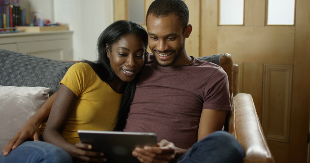 videoblocks-4k-young-black-couple-relaxing-at-home-streaming-media-on-computer-tablet_hn5ax2r0_thumbnail-full01.png
