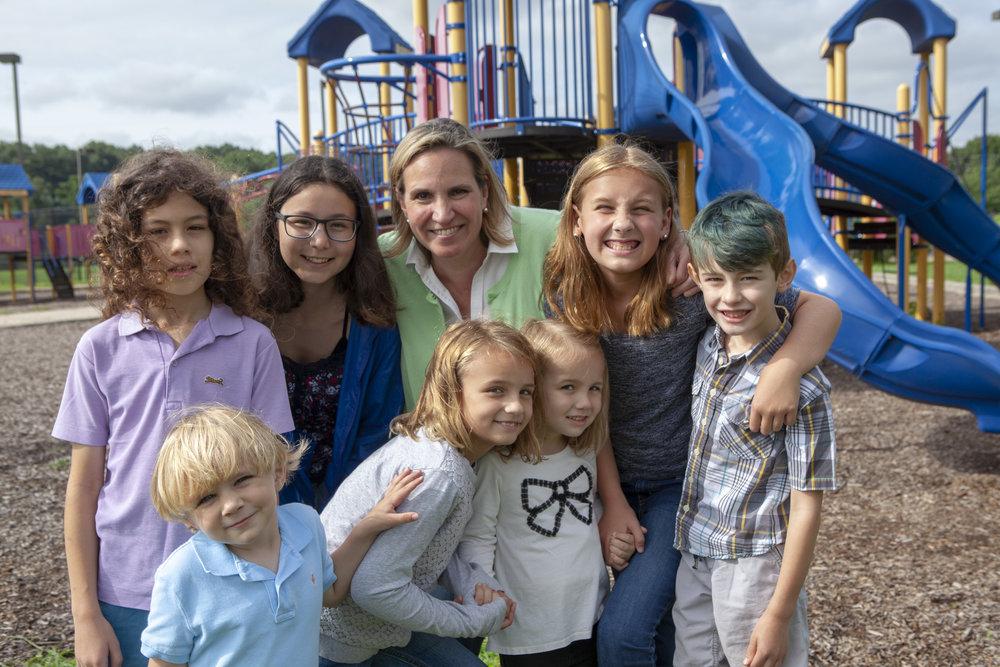 Las escuelas públicas vibrantes, construidas con maestros comprometidos y compasivos, determinan nuestro futuro.   -