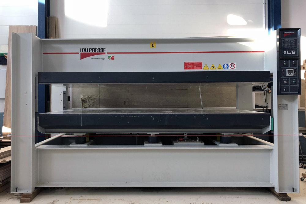 ITALPRESSE XL/6 HYDRAULINEN KUUMAPURISTIN - TYÖALUE XYZ 3000mm x 1300mm x 400mm