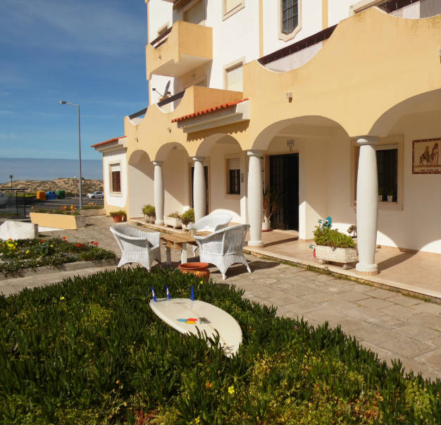 Guesthouse-front-view-Peniche.jpg