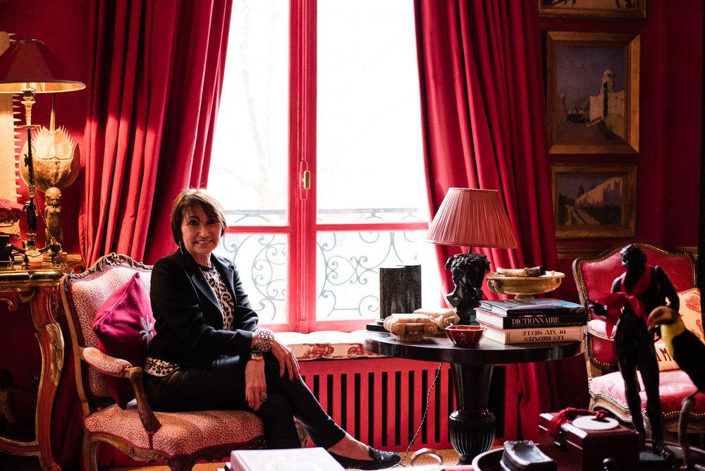 Martinen jakku Chanel, t-paita J.Crew, nahkahousut Joseph, paljettitohvelit Ralph Lauren, korvakorut Dior ja rannekoru  Goossens. Maharadja-sormus on italialaisen kultasepän käsialaa.