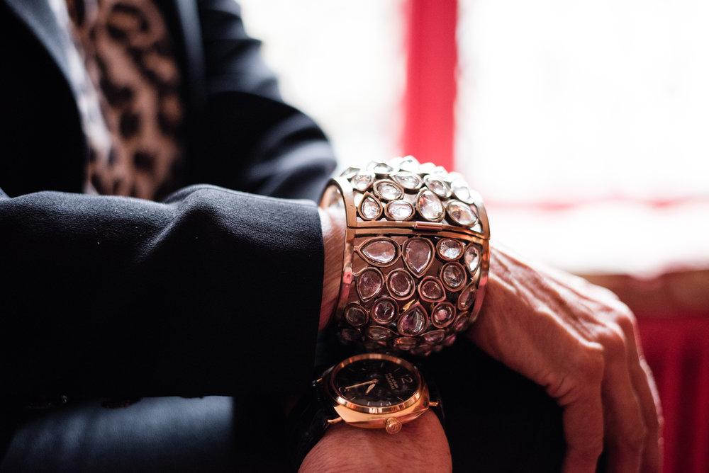 Goossens  on pieni perheyritys, joka valmistaa muun muassa kaikki Chanelin metallikorut.