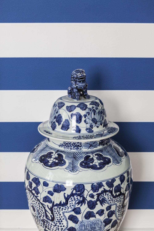 Kiinalaiset ovat suosineet sinivalkoista posliinisuunnittelussa jo 800-luvulta asti.Hanna on tuonut ruukun Dubaista.