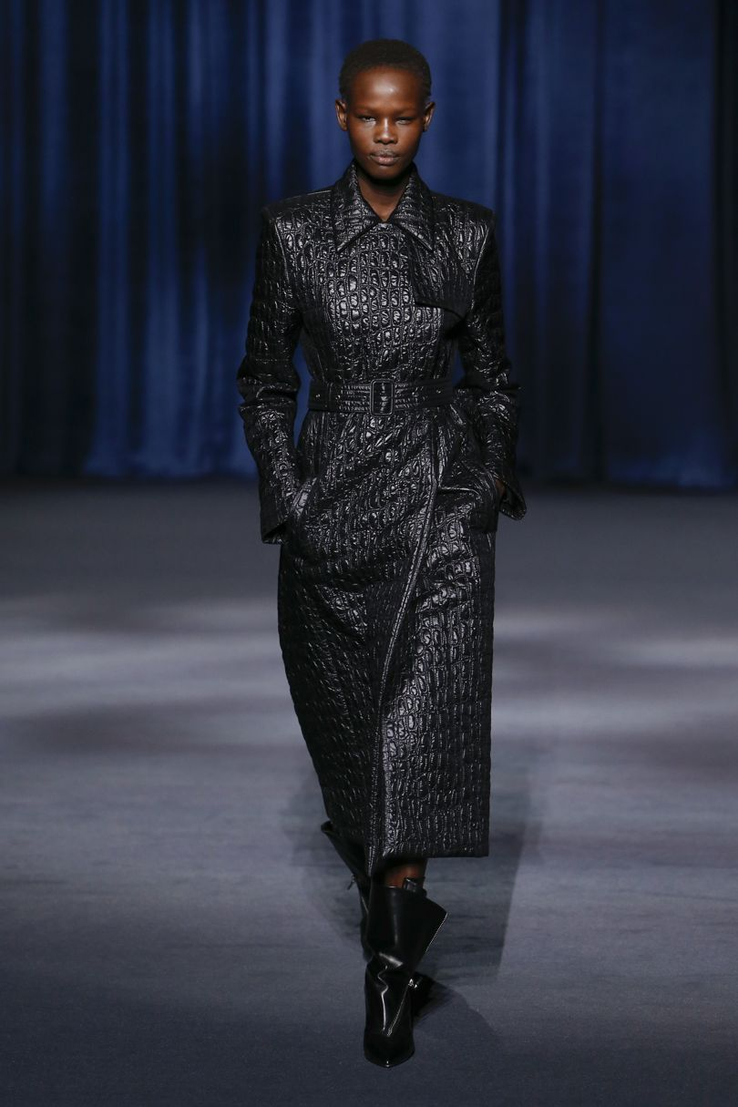 70-luvulta inspiraationsa saanut nahkatakki, Givenchy. Kuva: Vogue.com