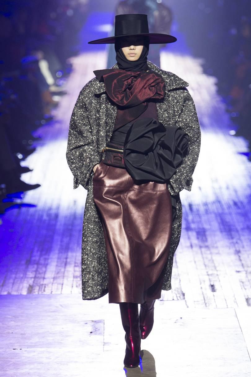 Leveä hartialinja, tweed ja pehmeä nahka, Marc Jacobs. Kuva: Vogue.com
