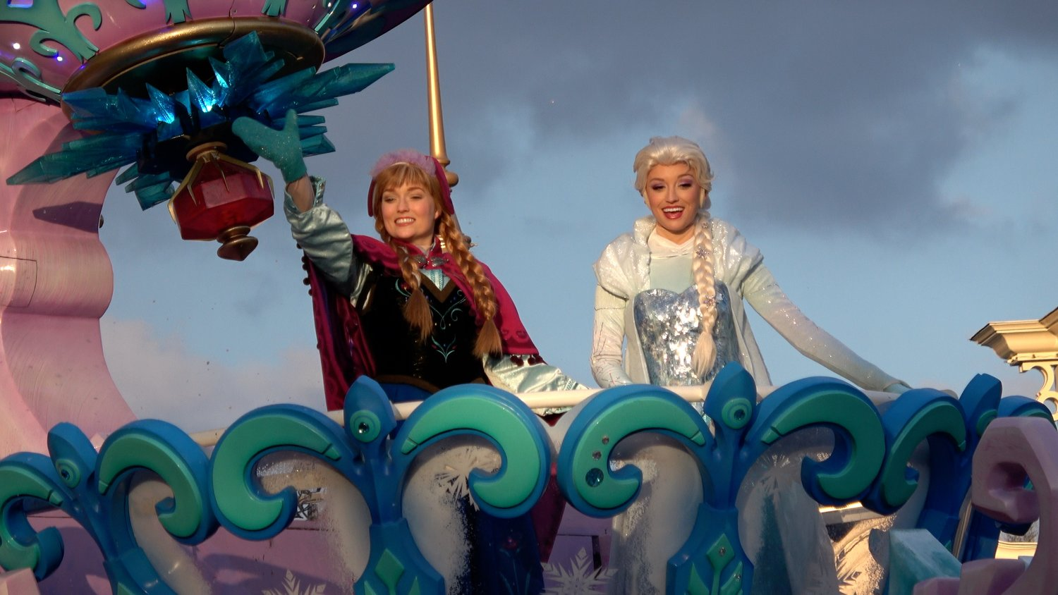Disneyland Paris Frozen By Elsa And Anna Dlrpfans
