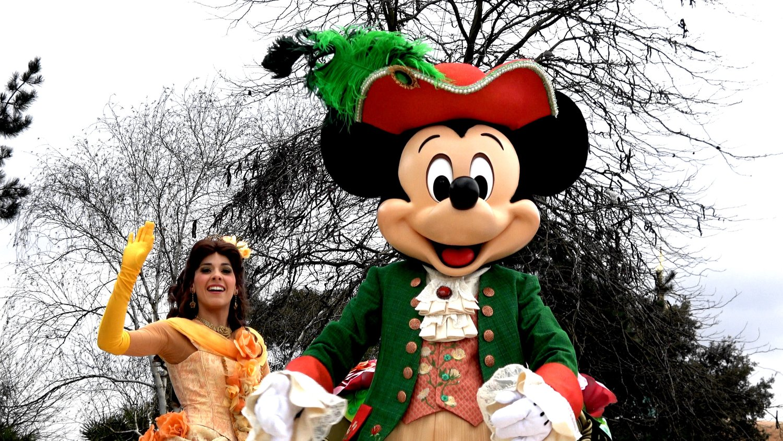 Sing A Long Pirates Or Princesses Make Your Choice At Disneyland