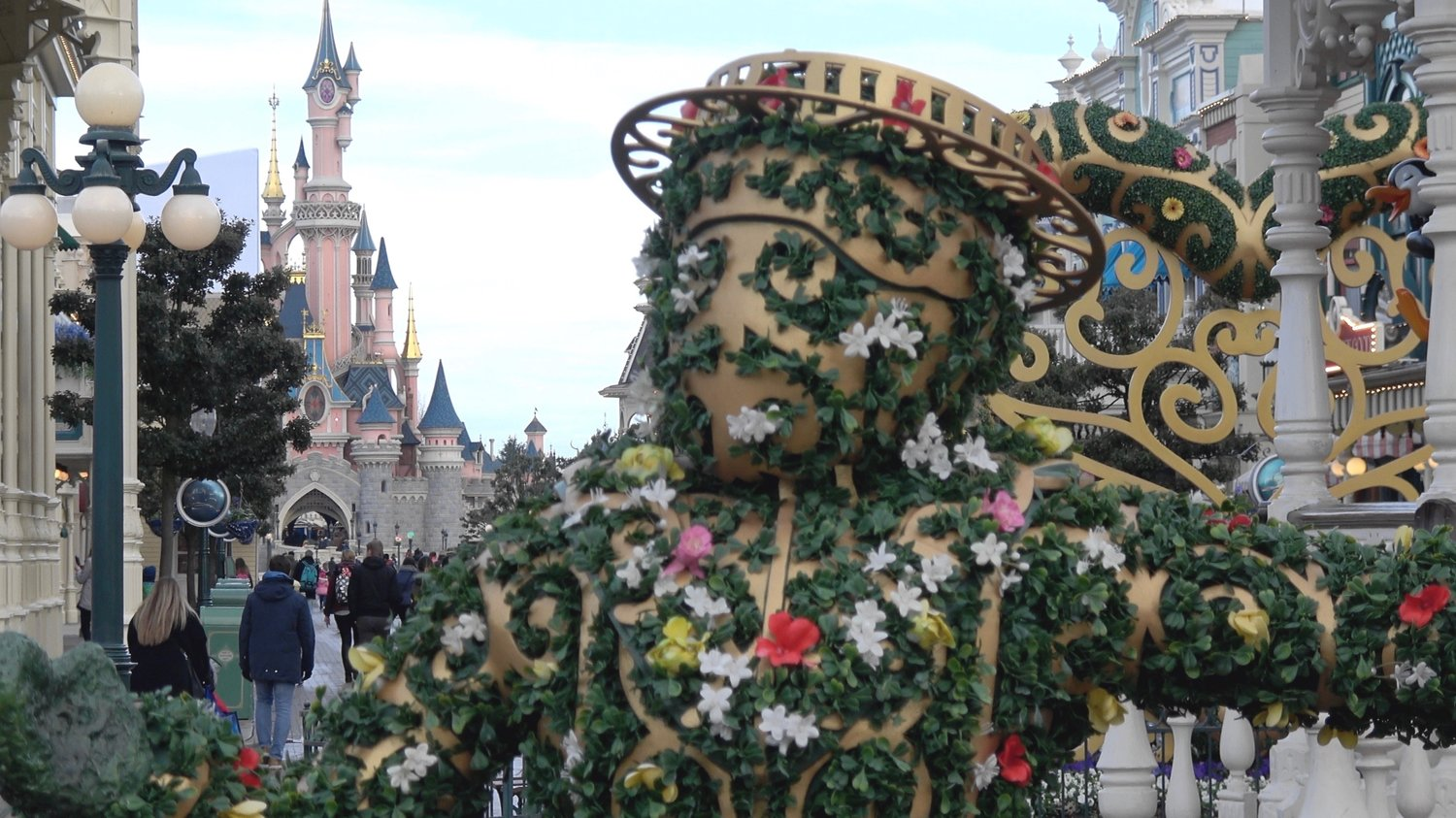 decorations and merchandise pirates and princesses festival 2018 at disneyland paris - When Does Disneyland Decorate For Christmas 2018