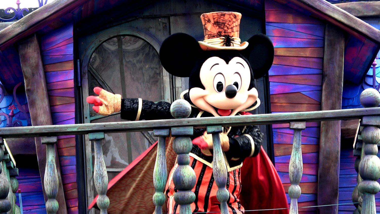 mickey's phantom manor dance routine during halloween parade 2018 at