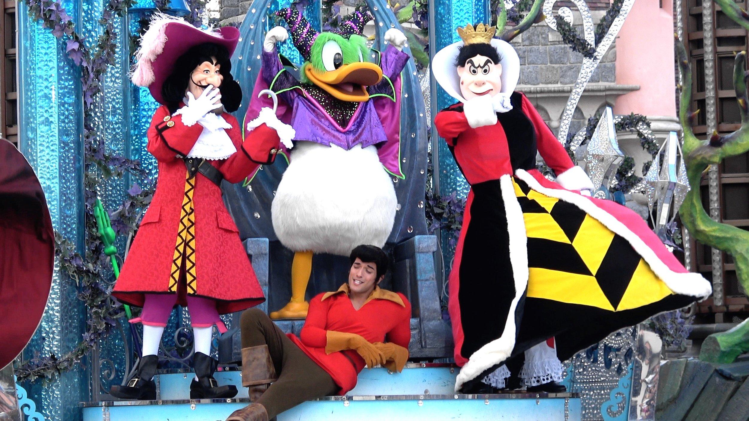 Halloween Disney Villains.Disney Villains Show It S Good To Be Bad Donald As Maleficent