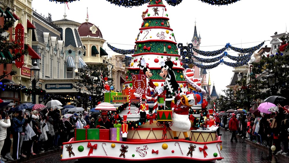Christmas Parade 2018 Main Street USA at Disneyland Paris.jpg