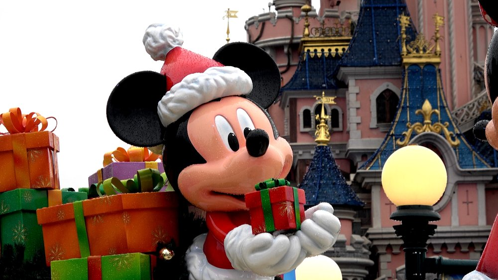 Disneyland Paris Christmas 2018 Decorations and Atmosphere.jpg